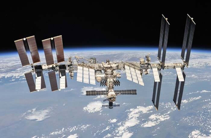 Крупнейший искусственный спутник Земли
